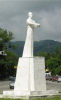 Карачаевск статуя Горянка